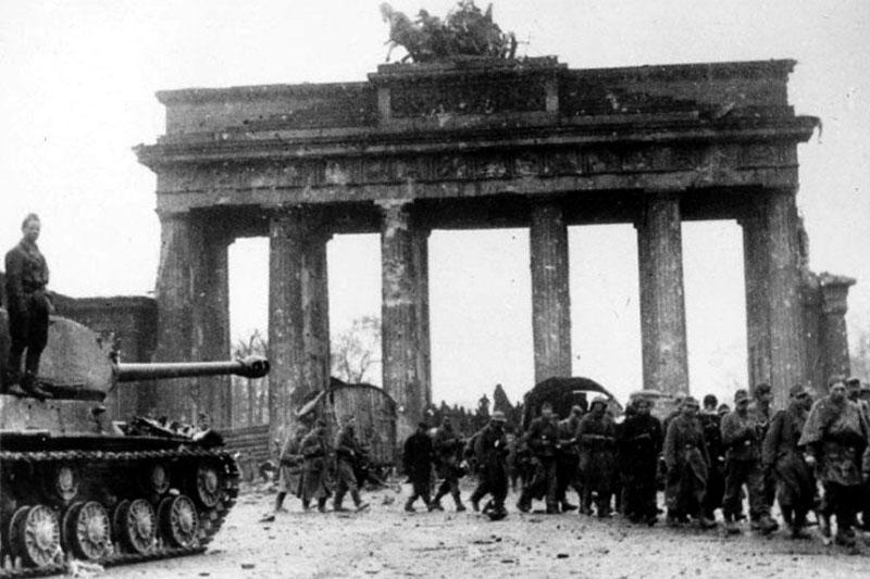 Бранденбургские ворота после войны